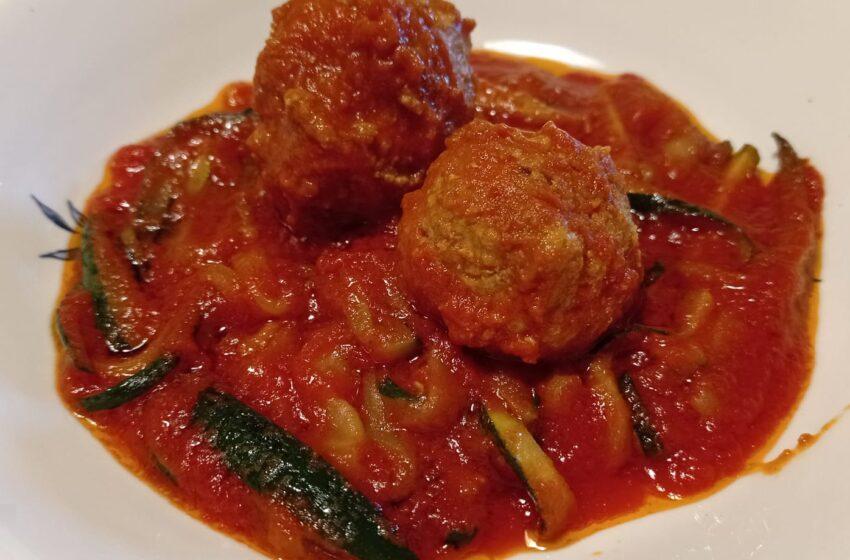 Spaghetti di zucchine con polpette di soia